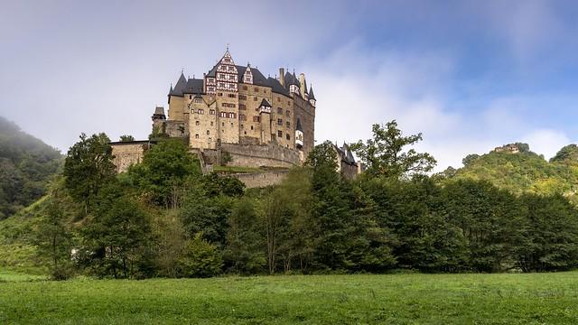 *Herbstanfang an der Burg Eltz*