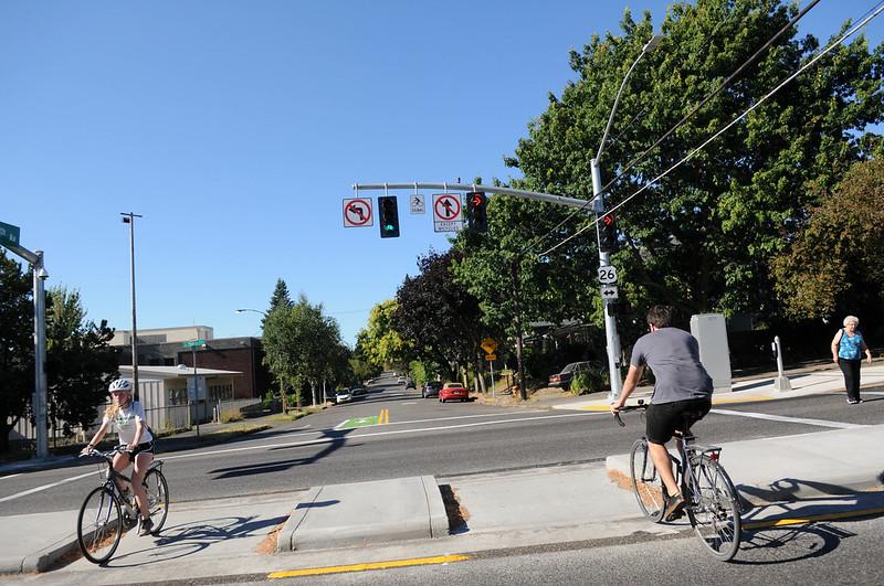 28th-Powell bike signal.jpg