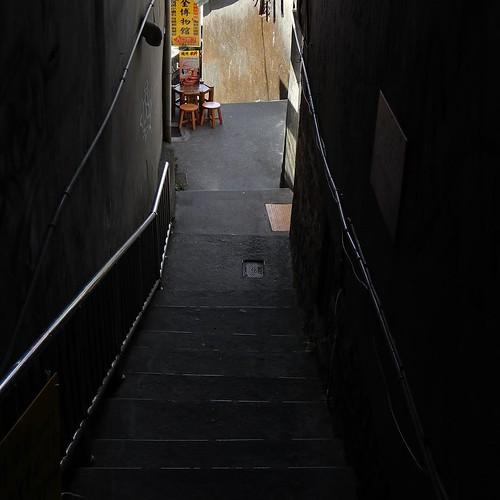 この先に何があるのか気になる階段。 #台湾 九份