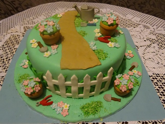Garden cake DSC01007