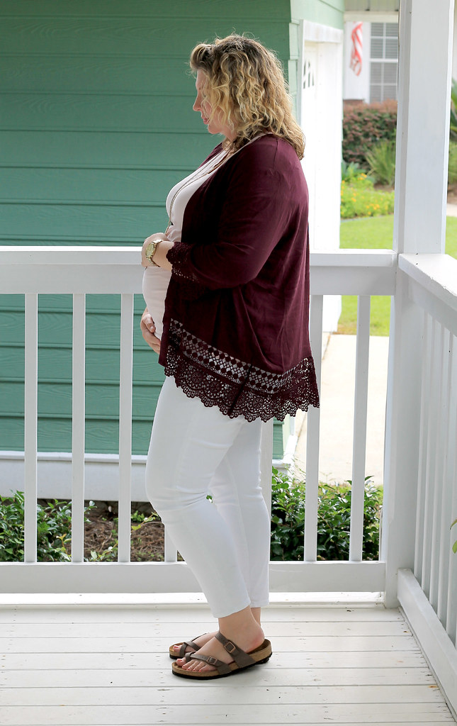 garnet kimono, maternity pink tee and white jeans 4