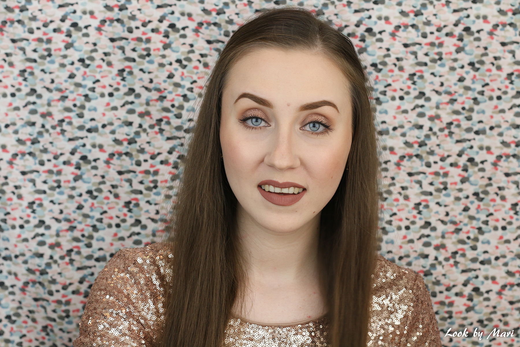 6 smashbox x casey holmes spotlight palette gold swatches on pale fair skin review