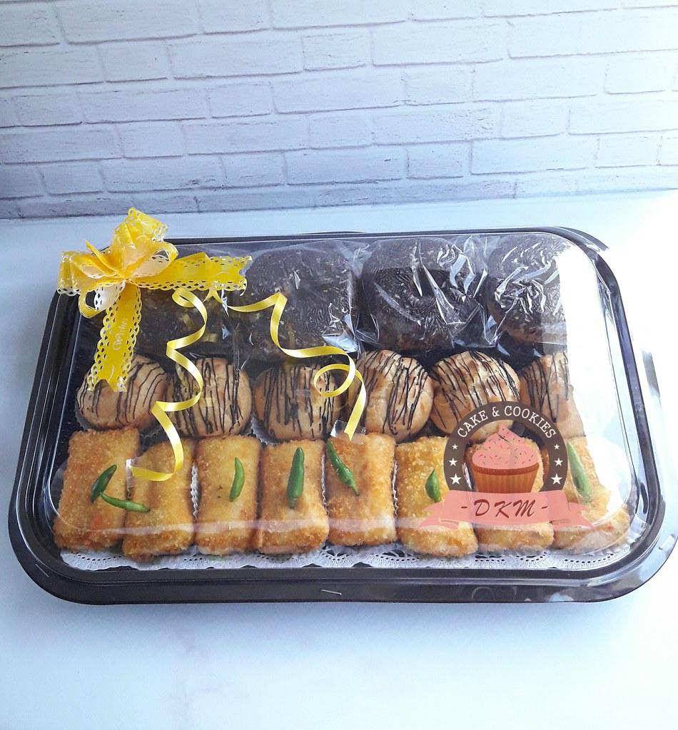 DKMCAKES , dkm cakes jember, telp WA DKM Cakes 08170801311, toko kue jember, toko kue online jember, beli cake jember, jual kue online jember, pesan kue jember, cake halal, kue kering jember bondowoso lumajang malang surabaya ,kue tart jember, snackbox jember, kue kotak jember, kue hantaran lamaran jember, beli cake jember ,beli kue jember, cake bertema jember,cake hantaran jember,cake jember, black forest jember, cheesecake jember ,cupcake jember,cupcake tunangan ,custom design cake jember, pesan kue ulang tahun jember, kue tart bondowoso, kulinerjember, kulinerbondowoso, weddingcake jember, jual kue lamaran jember, IG dkmcakes, cake icing fondant jember, kue fondant jember, cake foto jember, kue jember