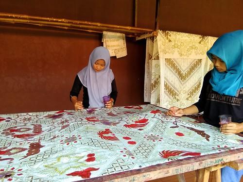 Mengisi Batik