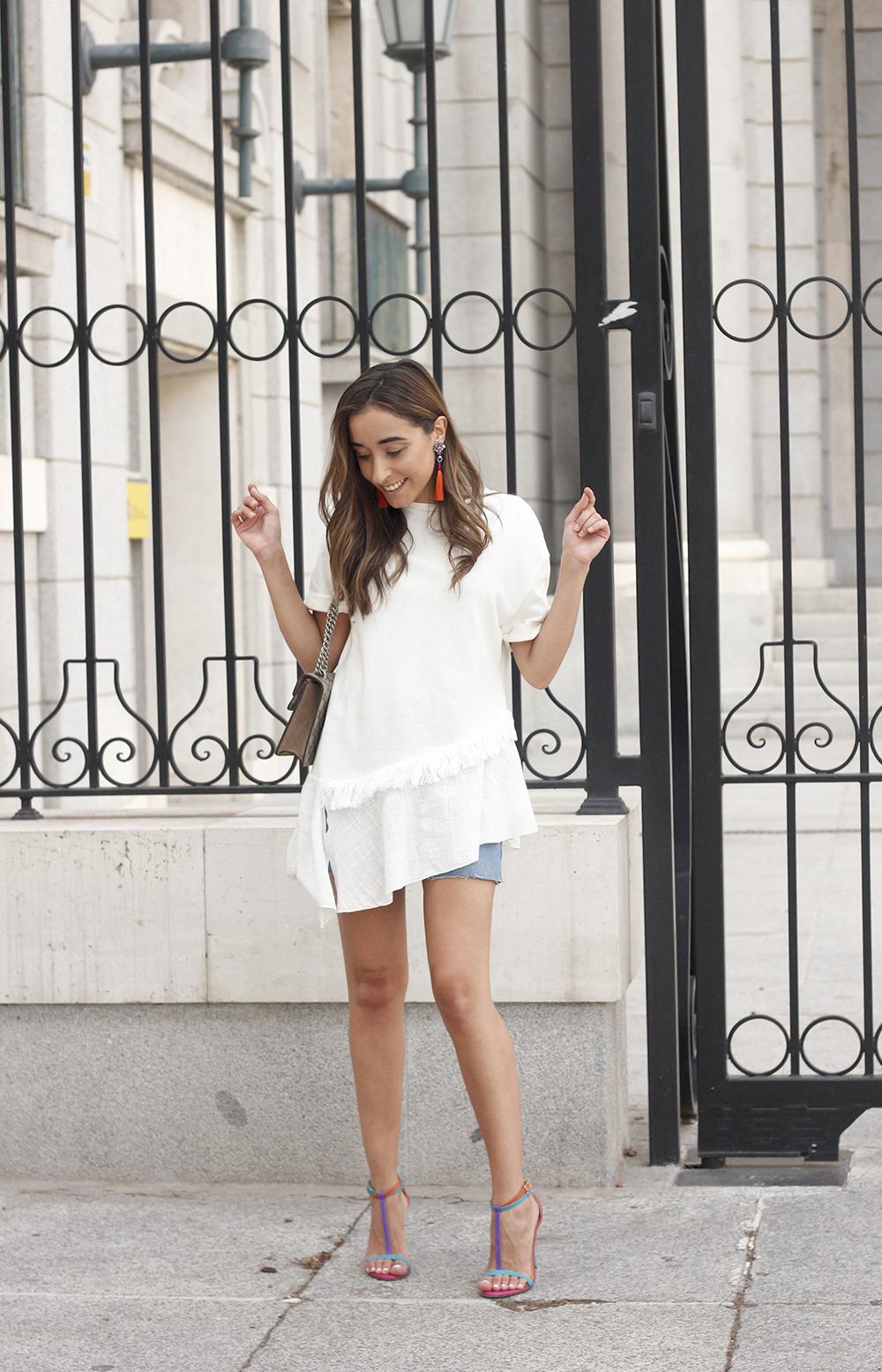 white blouse denim skirt carolina herrera sandals gucci bag summer girl outfit01