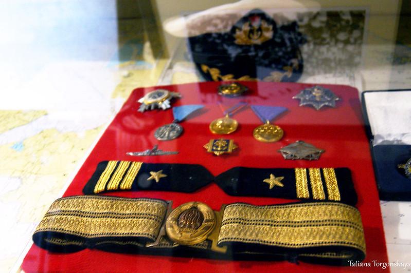 Медали в витрине