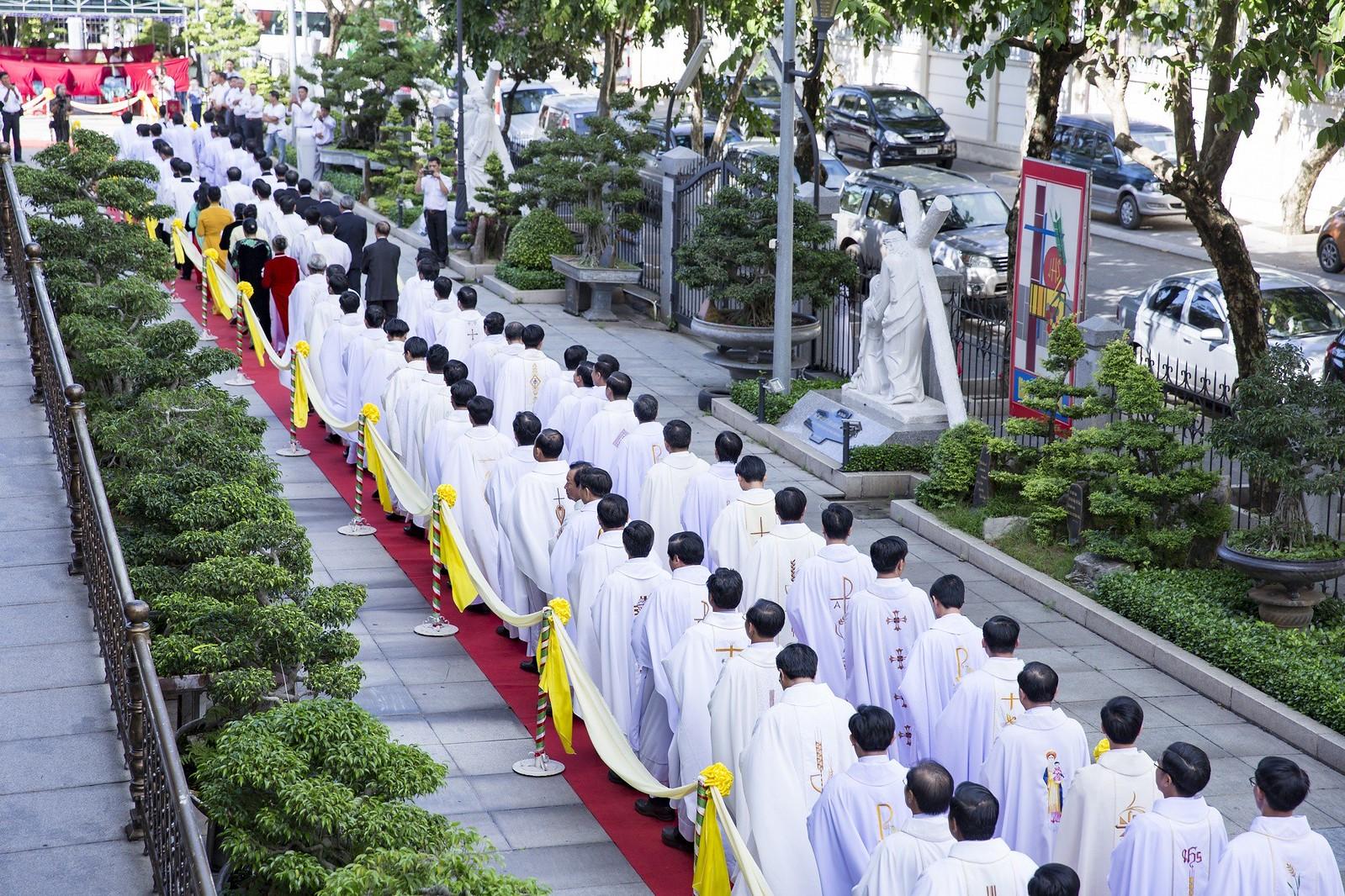 Giáo phận Bà Rịa: Thánh lễ Truyền chức Linh mục 2017 - Ảnh minh hoạ 3
