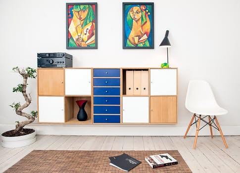 tips ruang keluarga terlihat luas