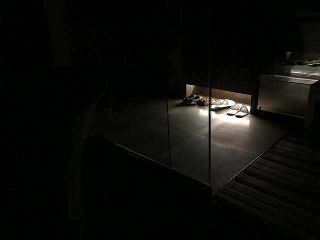 入夜後關了燈,夜燈是在衣櫃底下的小燈@高雄喜達絲飯店