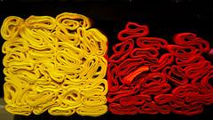 Papier. gelb. rot.