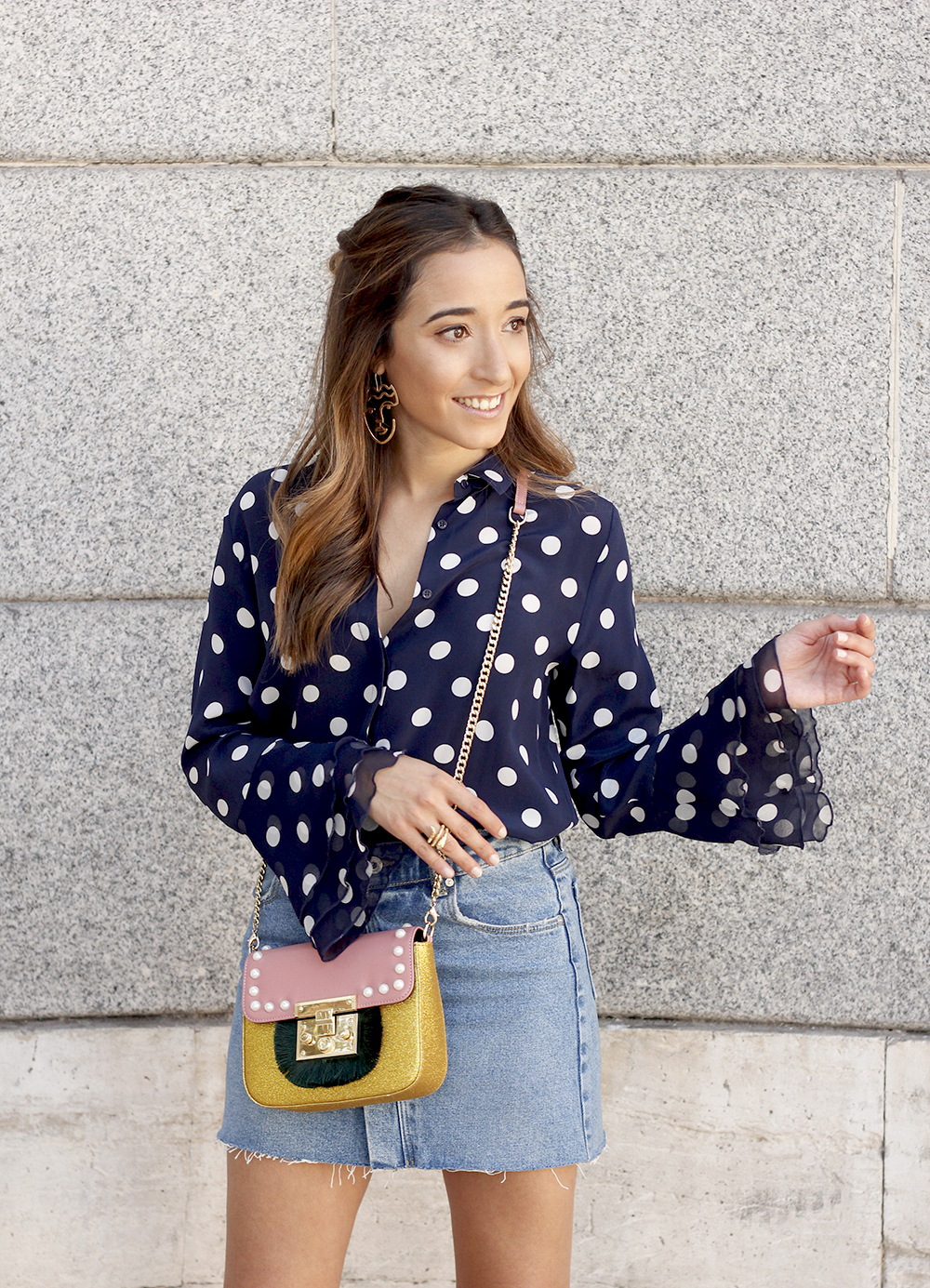 Polka dots shirt uterqüe bolso denim skirt girl outfit fashion10