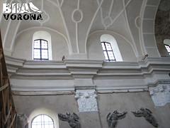 У середині костелу
