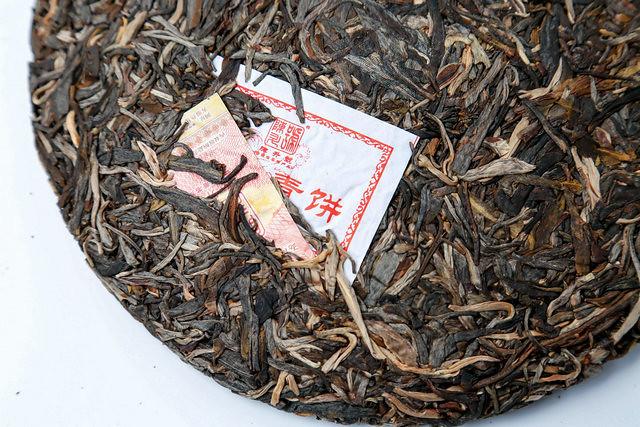 Free Shipping 2017 ChenSheng BaWangQingBing Beeng Cake 357g YunNan MengHai Organic Pu'er Raw Tea Sheng Cha Weight Loss Slim Beauty