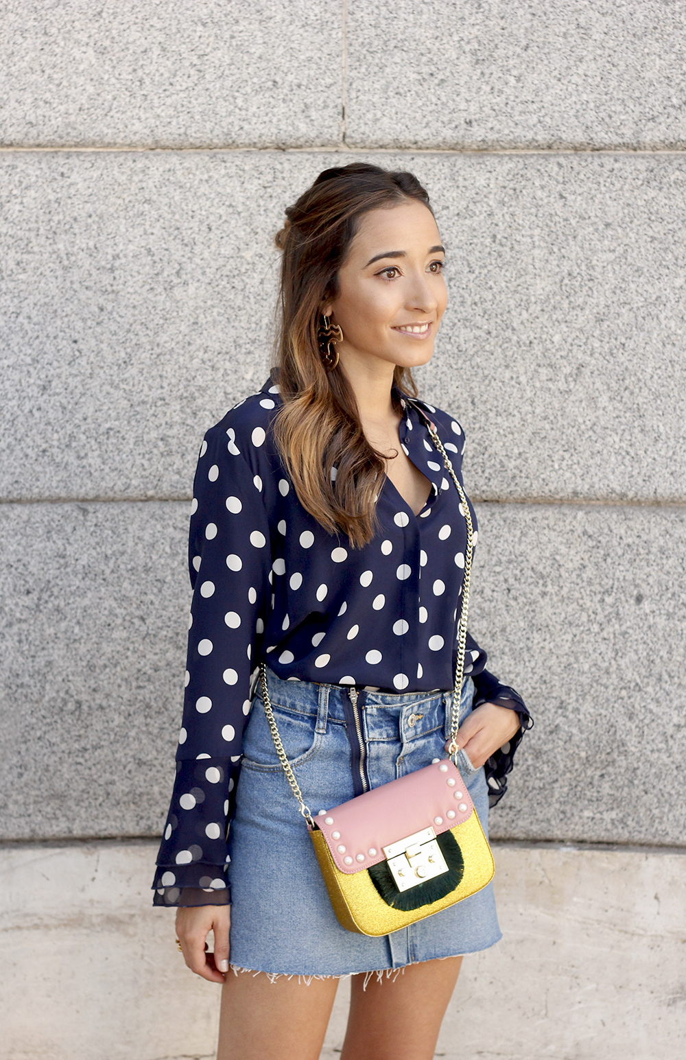 Polka dots shirt uterqüe bolso denim skirt girl outfit fashion12