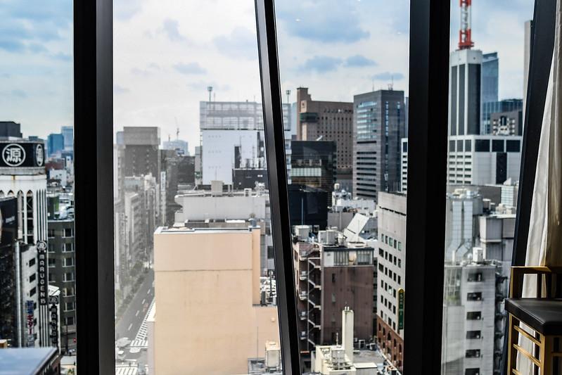 根室花まる銀座店の窓からの景色