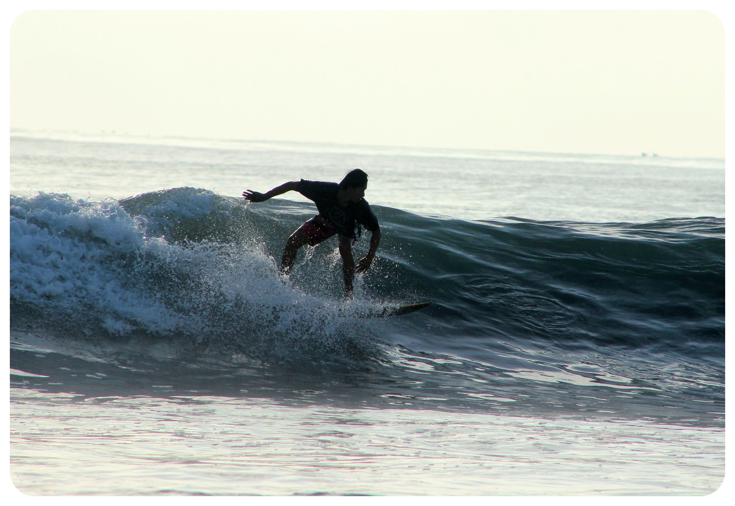 montanita surfer