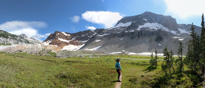 Panorama view of Spider Gap and the Upper Lyman Lakes basin from the Lyman Lakes Trail