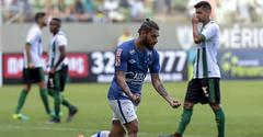 Sóbis decide, e Cruzeiro bate o América-MG