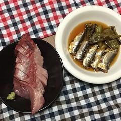 天然ブリのお刺身とイワシの煮物、満願寺の焼きびたし。うまー #dinner #作りました