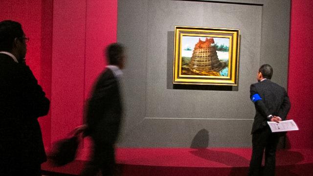 意外と小さい画面の《バベルの塔》