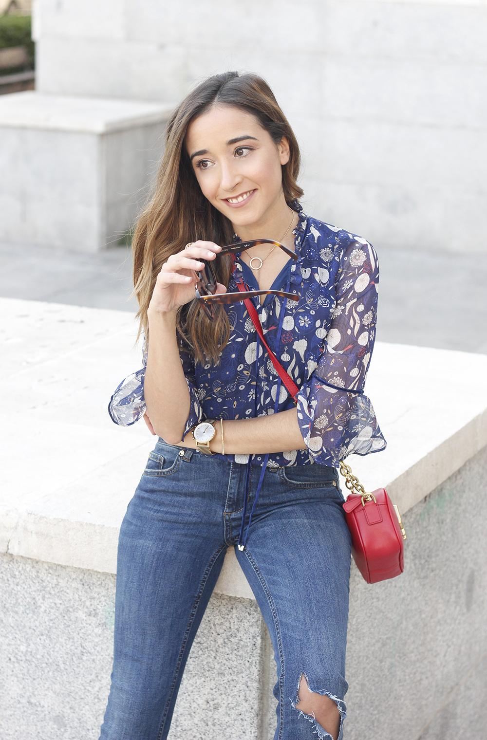 flared jeans liu jo blue blouse uterqüe boho outfit fashion style03