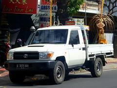 Toyota Land Cruiser Pickup (J70)
