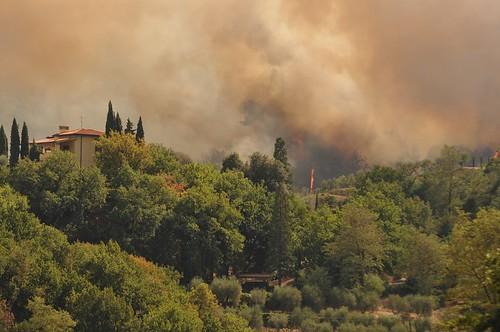 Continua l'incendio sulle colline di Casalguidi foto di Gina Nesti e Leonardo Cecconi