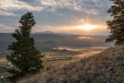 backlight clouds fog grass hike meander sunrise tomichicreek valley wmountain
