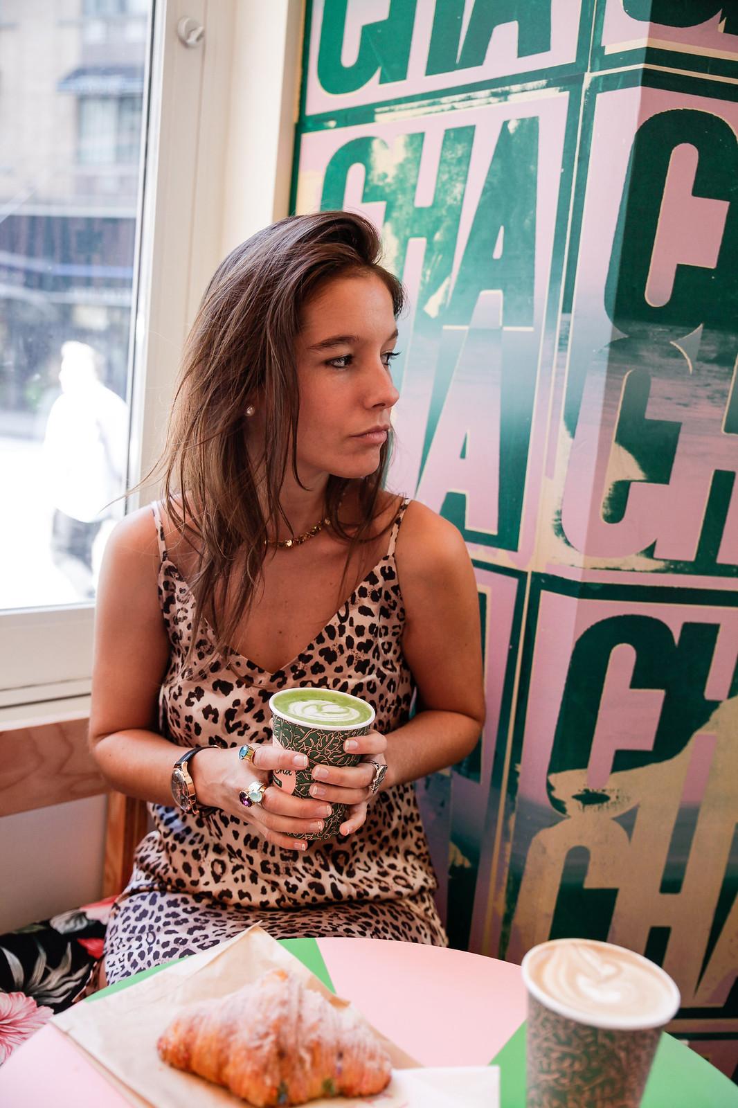 05_cha_cha_matcha_cafeteria_rosa_nueva_york_el_mejor_matcha_unicorn_croissant_breakfast_theguestgirl_nyc
