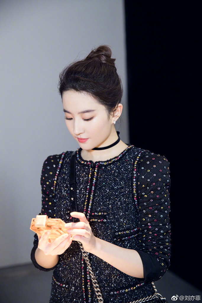 Yifei's Sina พ.ค.- ส.ค. 2560 - Page 2 36476813502_ceae785cb3_b