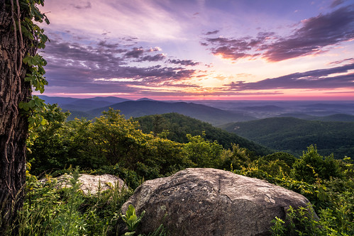view rock usa landscape sun nature nationalpark mountains beautiful formation bright background early rocks appalachian morning shenandoah national silhouette virginia travel dark scenic skylinedrive sky park sunrise contrast dawn colorful luray unitedstates us
