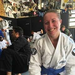 Jet-lagged, tired but happy! Awesome bit of technical polish with the fabulous Melissa Haueter followed by some great rolls at the open mat. #sundayfunday #tiredbutfun #bjj #competitor #bluebelt #combatbase #factorybjj #valorfightwear #jits #giggles #bjjm