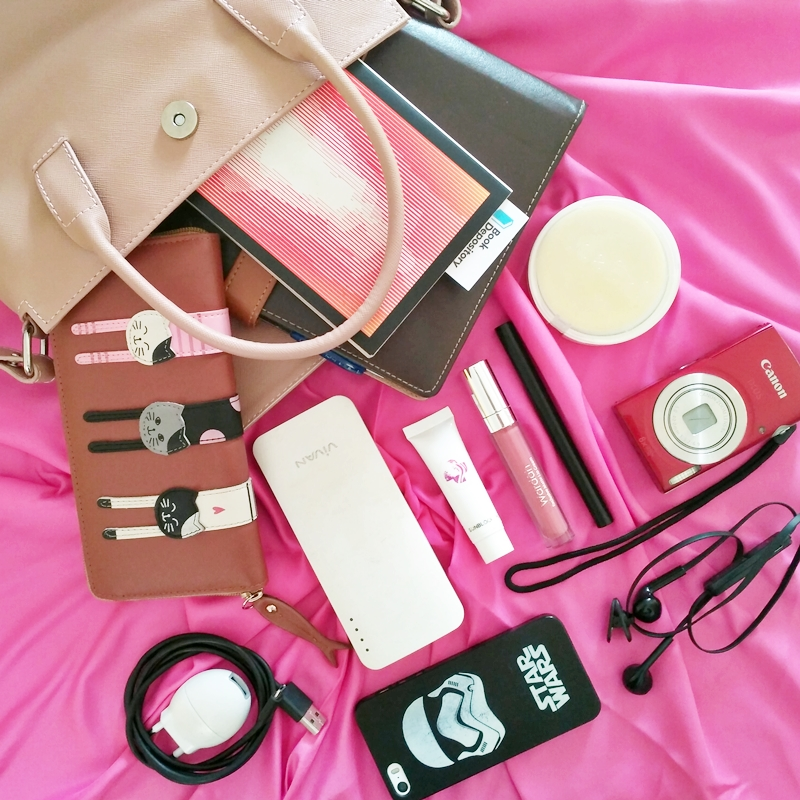 What's in My Bag September 2017 with Tokopedia   Hola Darla
