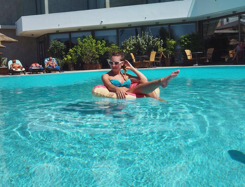 donitsi-uimarengas-bluesky-hotelli-rodoksenkaupunki-uima-allas