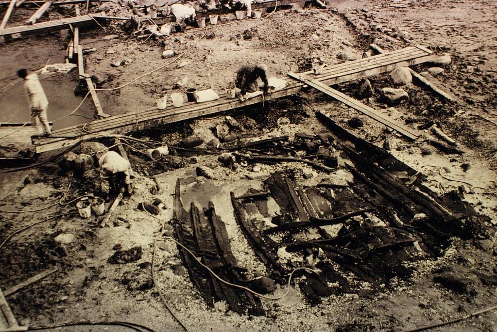 Travaux d'archéologie autour des bateaux vikings de Roskilde.