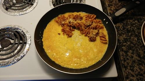 Pasta-stuffed omelette