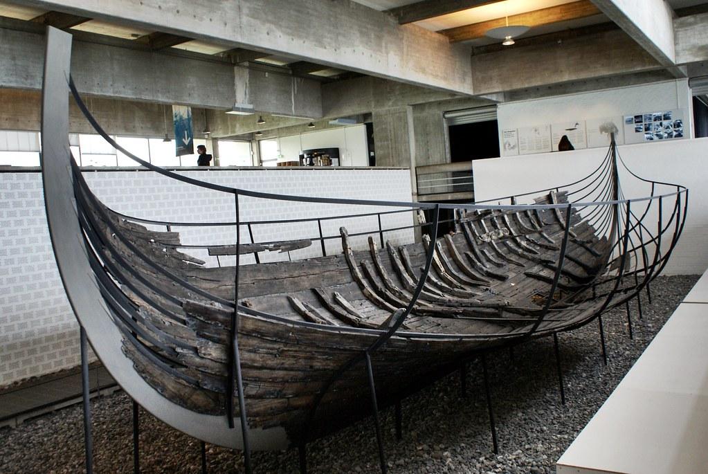 Drakkar dans le musée des bateaux vikings près de Copenhague.