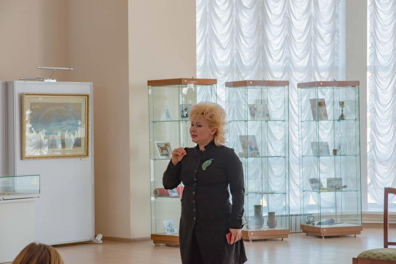 Тархова Алла Александровна заслуженный работник культуры РФ, кандидат исторических наук, певица, телеведущая