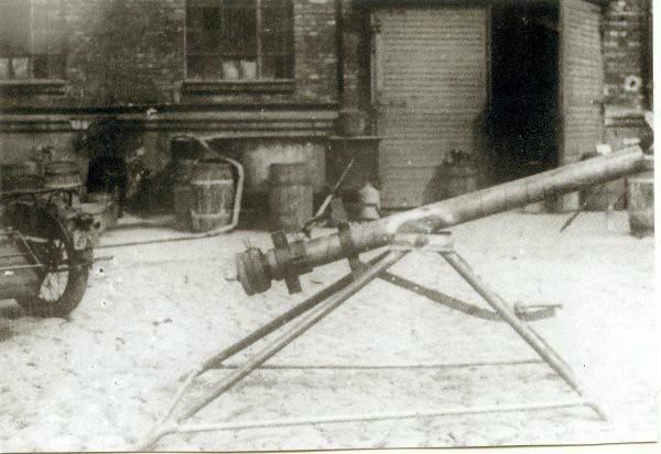 Polish-insurgents-gun-snn-1