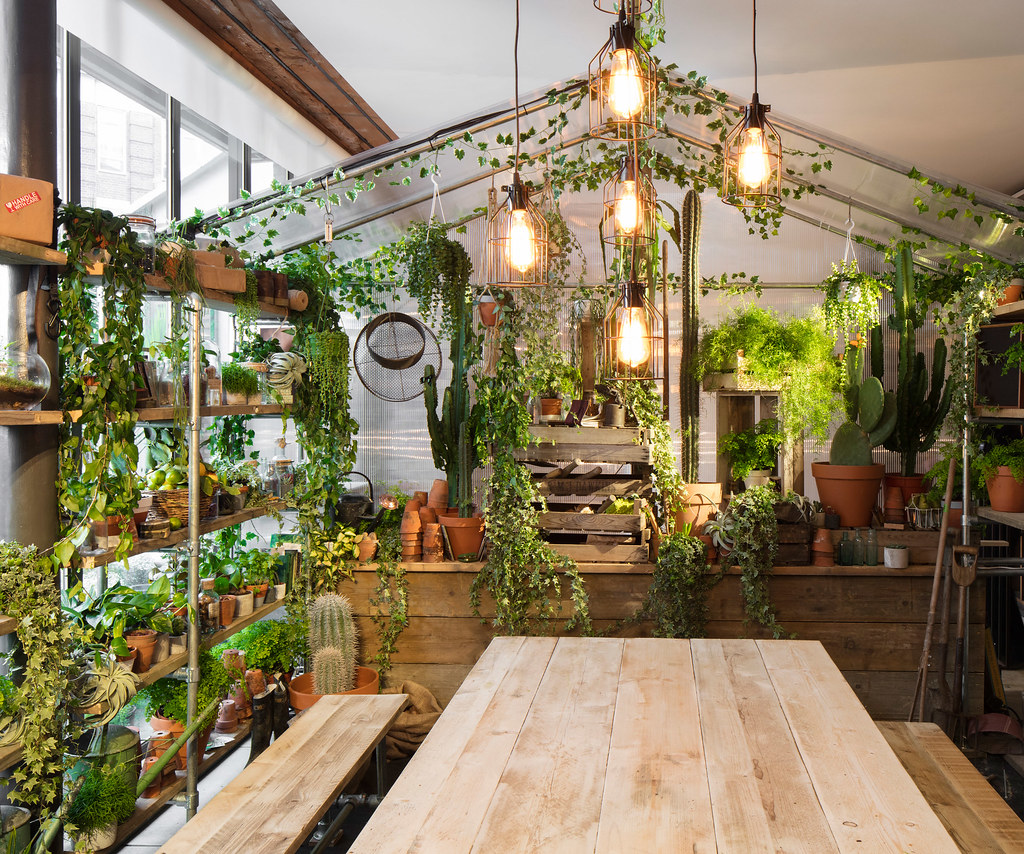 greenery-apartment-installation-airbnb-pantone-design_dezeen_2364_col_4