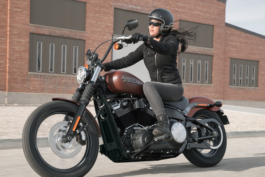 harley davidson 1745 softail street bob fxbb 2019 galerie moto motoplanete. Black Bedroom Furniture Sets. Home Design Ideas