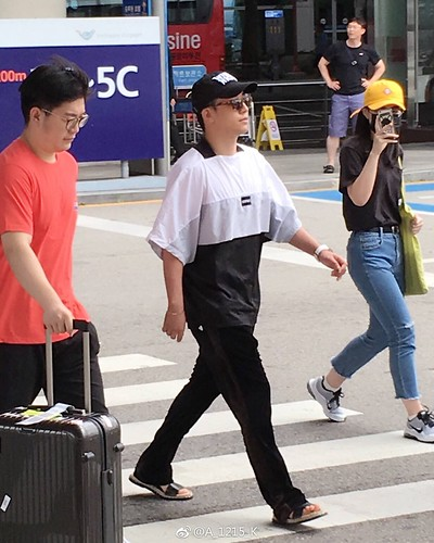 Seungri Arrival from Bali 2017-08-14 (25)