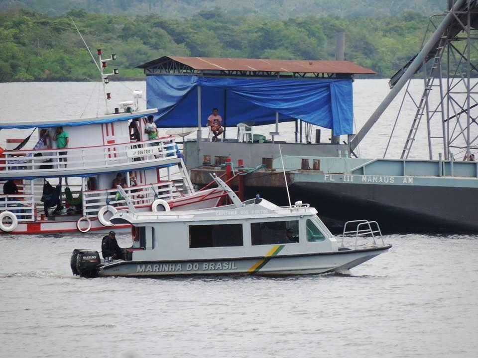 """""""Coronel do Seixo"""" de Nhamundá volta a fazer extração ilegal, com escolta da Marinha, Balsa-draga escoltada pela Marinha"""