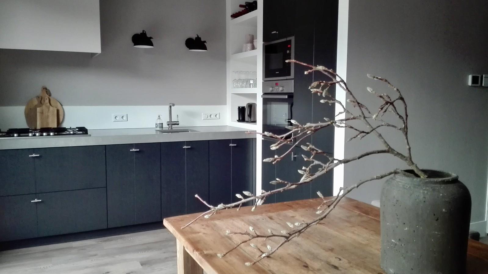 Strakke Zwarte Keuken : Binnenkijken bij carola de wemelaer
