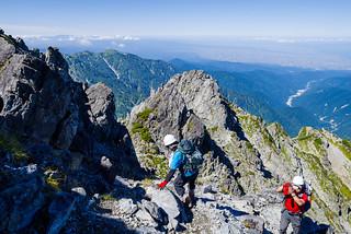 下山者が増えてきた岩稜帯