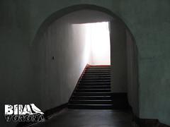 У середині замку