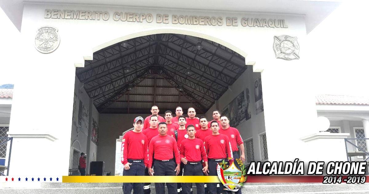 Bomberos de Chone se capacitan en Guayaquil