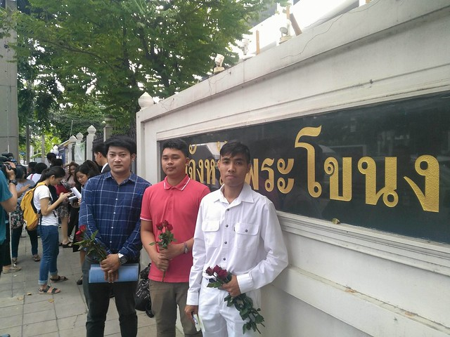 Three defendant in the referendum ballot tearing case took a photo together at the Phar Khanong Provincial Court