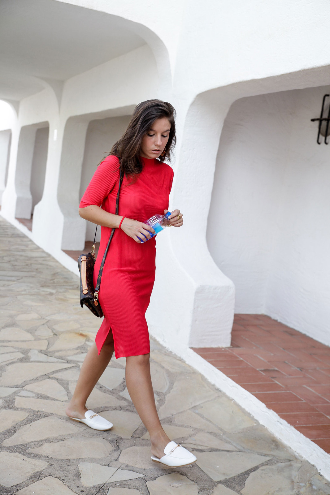 01_red_dress_nakd_code_promocional_off_blogger_theguestgirl_lady_in_red_glam_style_barcelona_vestido_rojo_perfecto