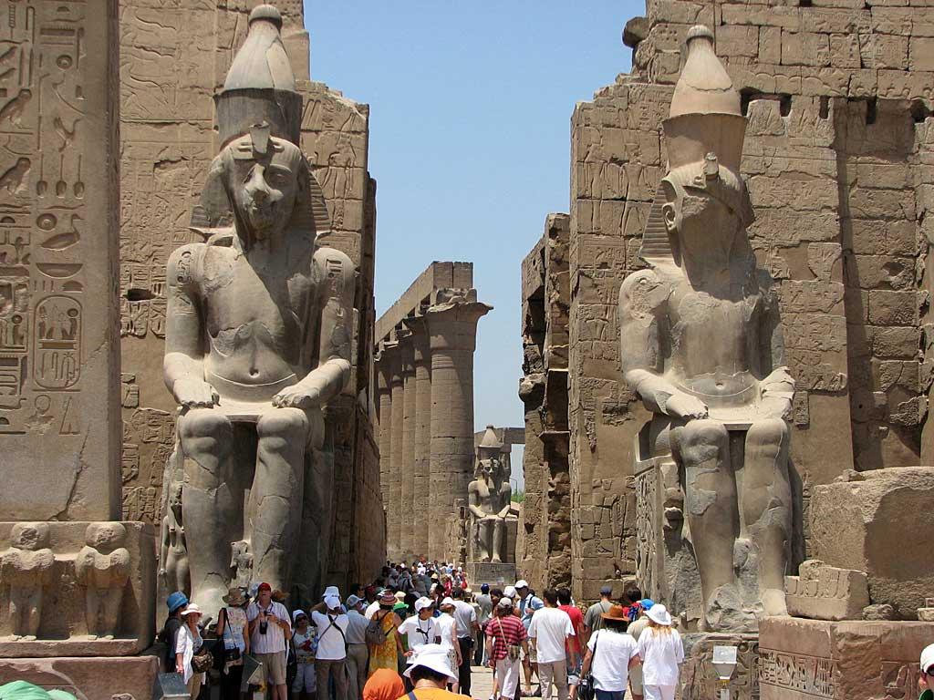 الآثار المصرية تاريخ لا يتوقف عن النزيف الخليج أونلاين